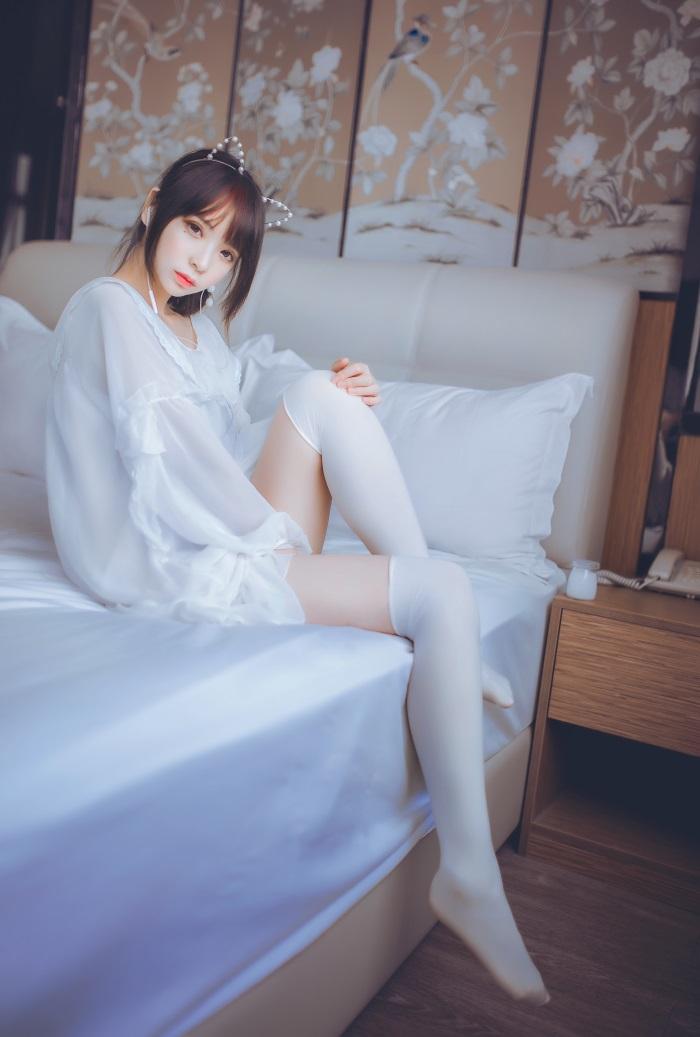 疯猫ss -白色睡衣 [24P]