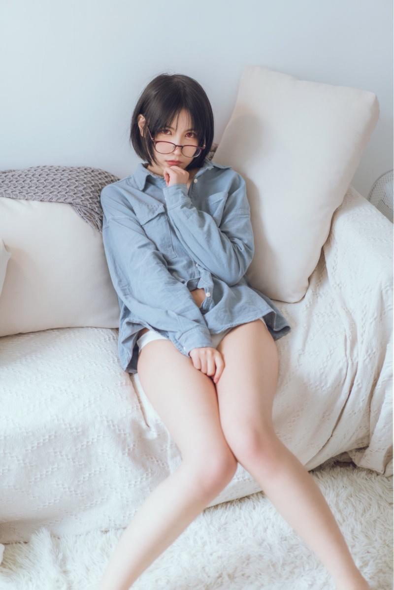 逐月SU – 蓝色衬衫 [22P]