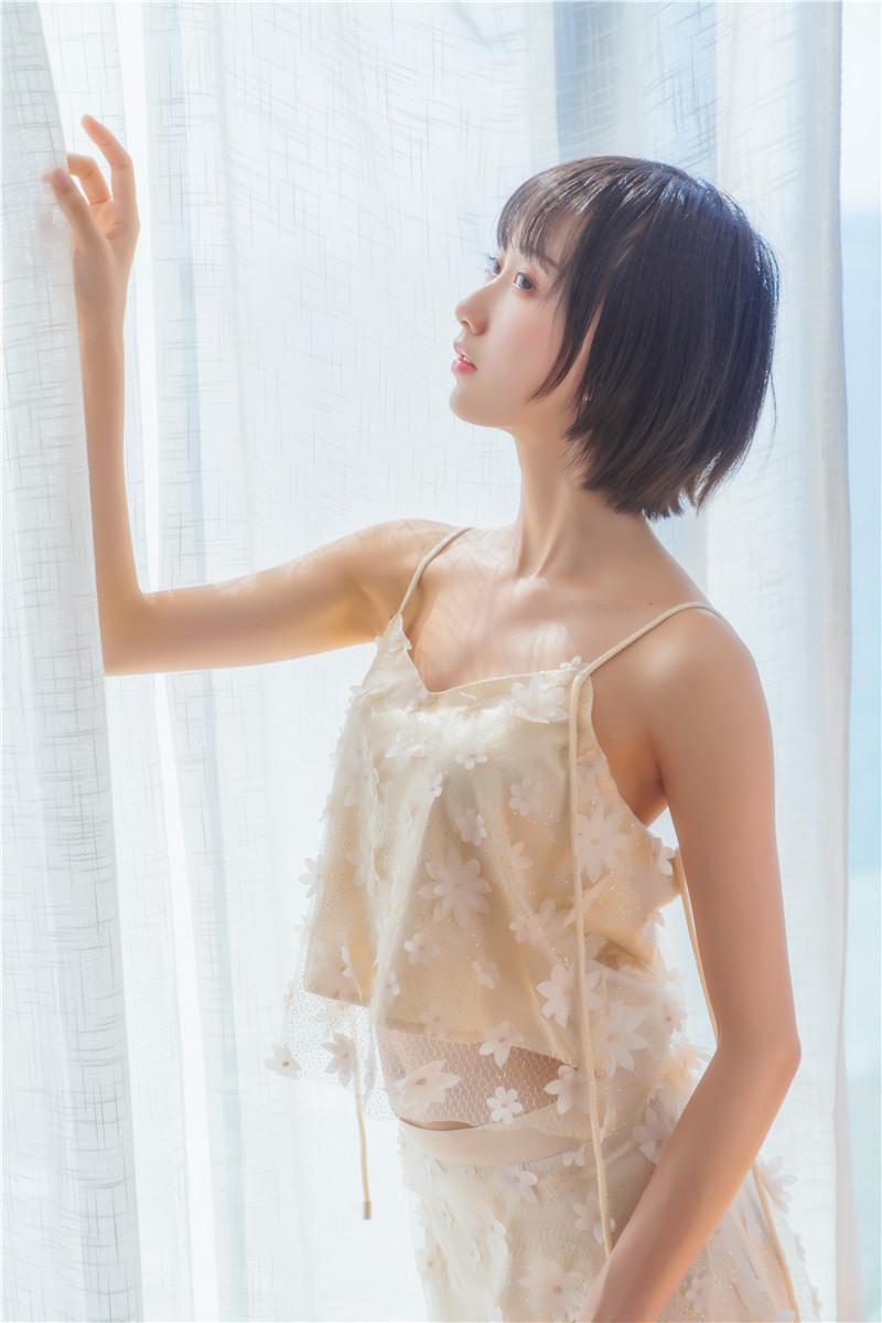 木绵绵OwO – 暖冬的海 米色裙子 [22P]