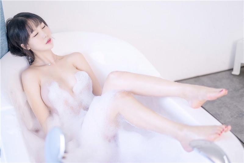 抖娘-利世 – 浴缸 [36P]