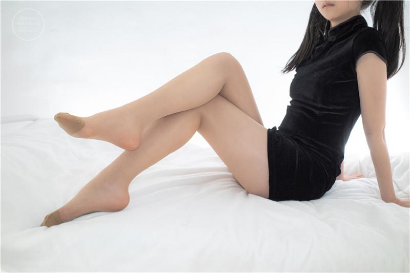 森萝财团 – 有料32 肉丝 黑色超短连衣裙 [100P1V]