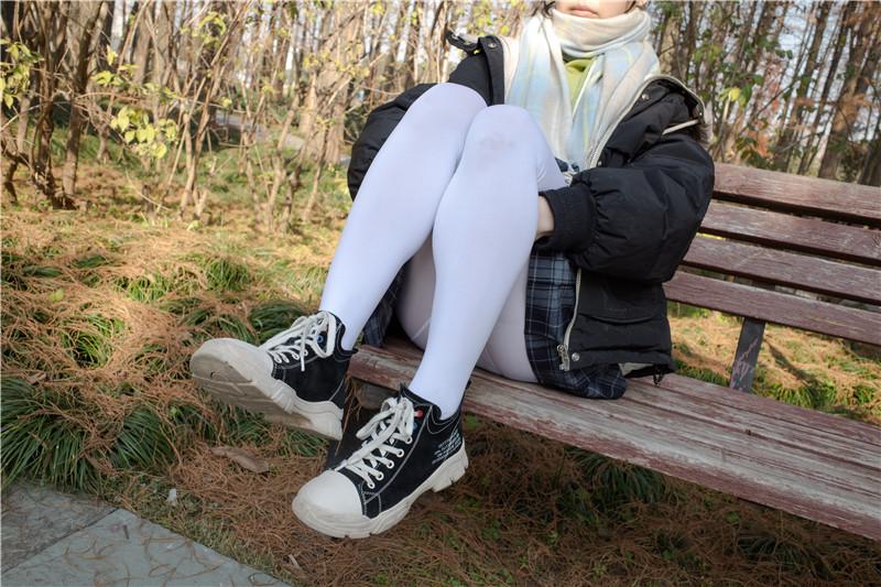 森萝财团 – 有料22 小茵 户外公园帆布鞋白丝 [84P]