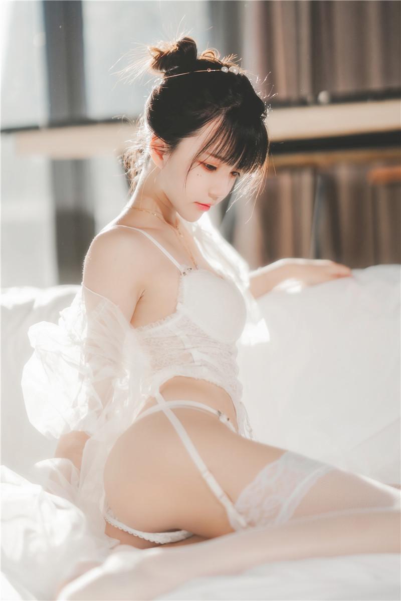 桜桃喵 – 白纱糖02 [34P]