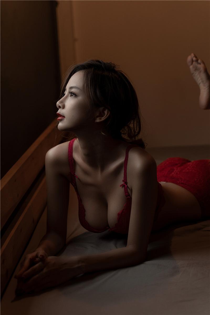 Nicole小月 – 后窗 [36P1V]