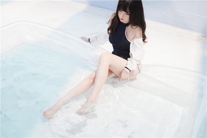 rioko凉凉子 – 天台竞泳 [50P1V]